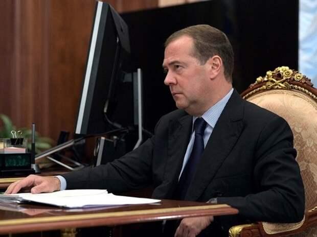 Медведев сообщил правительству плохую новость: