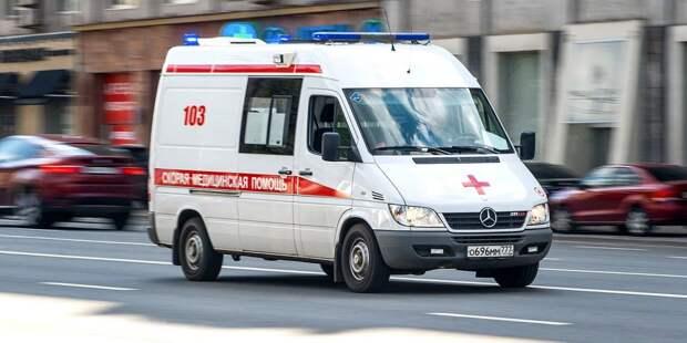 На Новокуркинском шоссе скутерист упал на трассу и сломал ребра