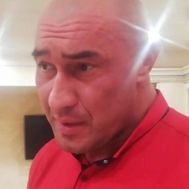 Мужчина два года страдает от икоты