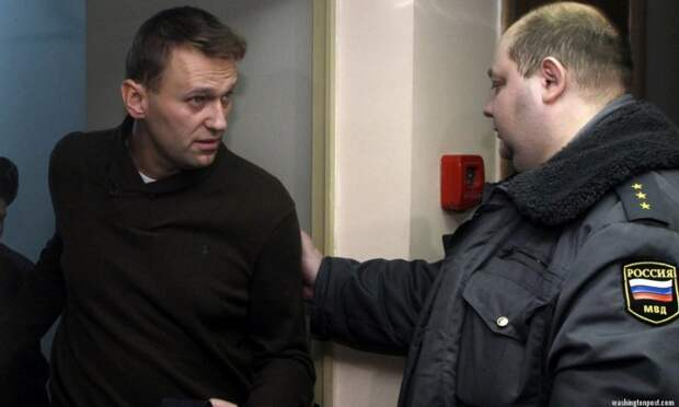 Почему Навального все никак не посадят?