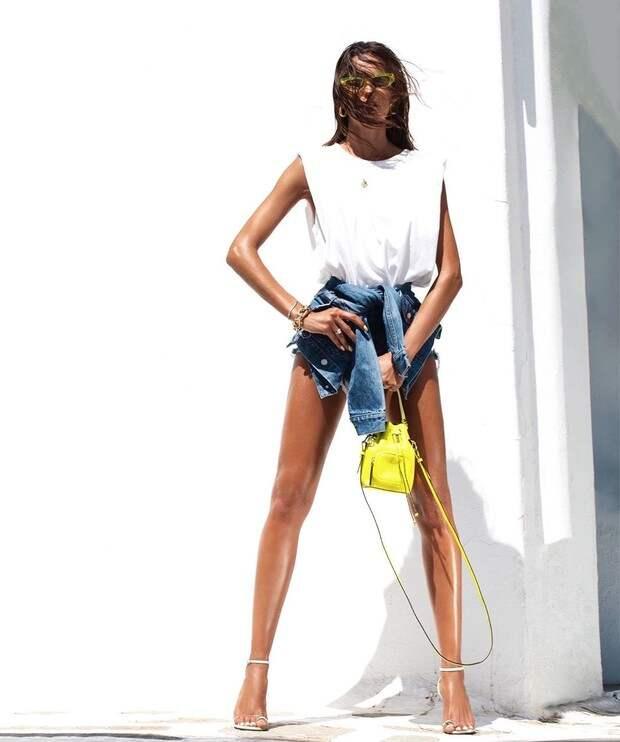 Фото №1 - Белая футболка без рукавов как у Изабель Гулар— мастхэв для отпуска