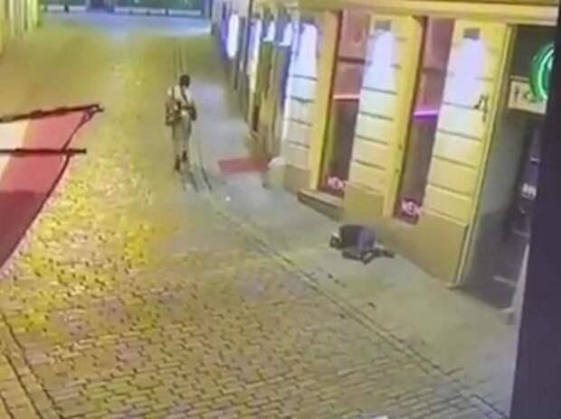"""В МВД Австрии сообщили, что теракт в Вене """"продолжается"""" - МК"""