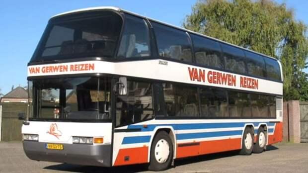 Так выглядел автобус Neoplan Skyliner до реконструкции. | Фото: camperleben.net.