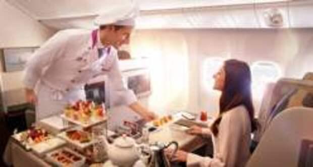 Как получить больше бесплатной еды и напитков на борту самолёта