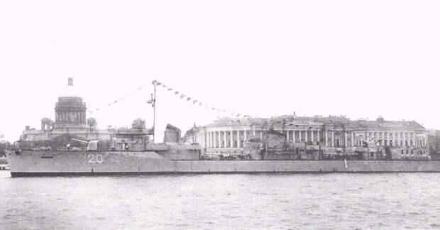 Эсминец «Опытный» на Неве, 1949 год. Источник: Литинский Д.Ю. Эскадренный миноносец «Опытный». Проект 45