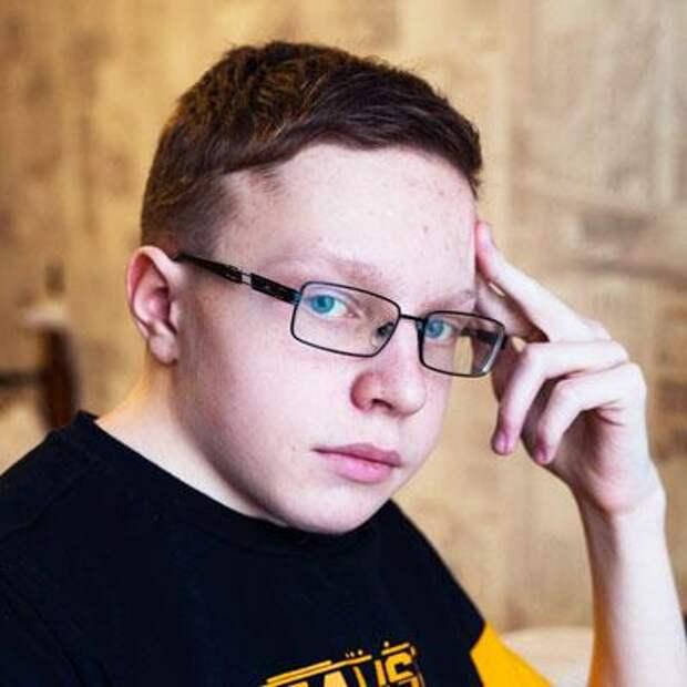 Саша Сочугов, 17 лет, врожденная деформация позвоночника, множественные аномалии развития шейного и грудного отдела, спасет операция, требуется металлоконструкция, 905868₽