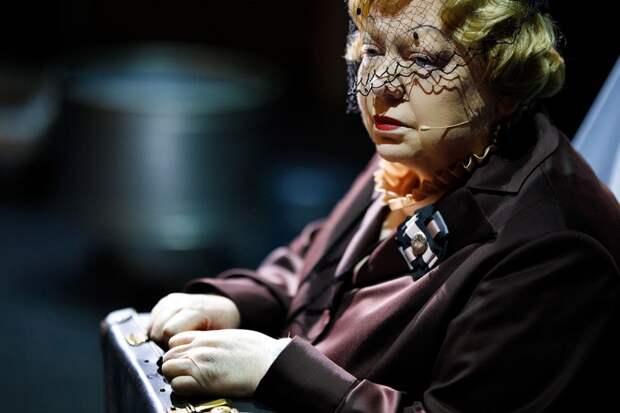 Светлана Крючкова в спектакле «Жизнь впереди»