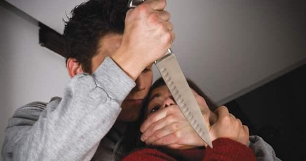 В Петербурге муж с особой жестокостью убил жену, эксперта по семейным отношениям