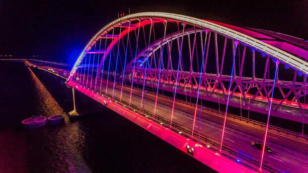 Крымский мост ночью подсветят цветами российского флага
