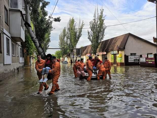 18 человек травмировались после наводнения в Ялте