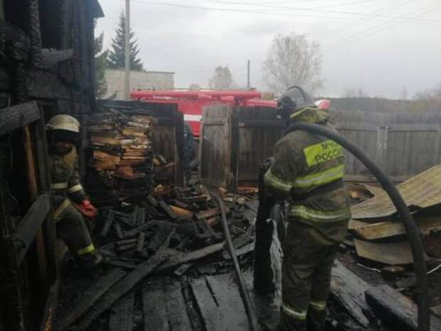 26-летний парень погиб на пожаре в поселке Тыреть Иркутской области
