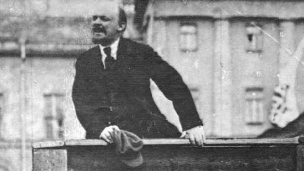 Юрий Лоза призвал освободить Красную площадь отМавзолея Ленина