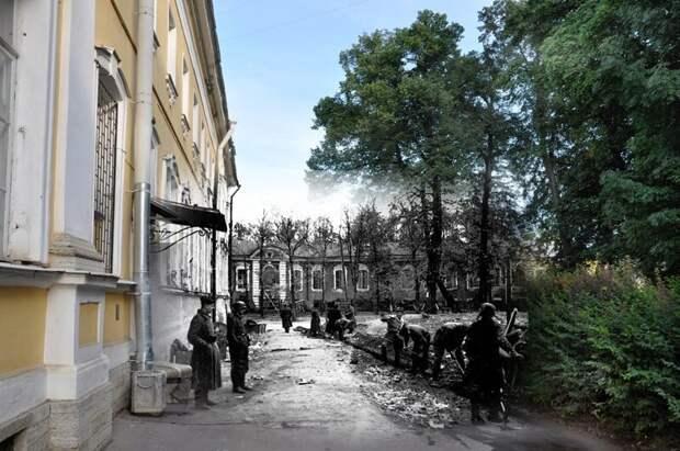 Петергоф 1942-2011 Разводная улица 1. Немецкие полицаи у отделения полиции блокада, ленинград, победа