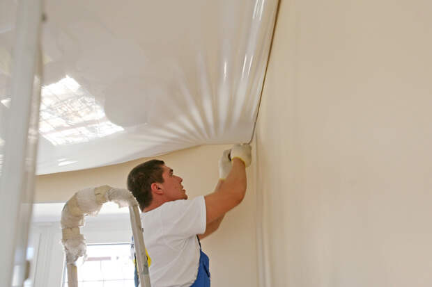 Российским собственникам приходится снимать натяжные потолки, т.к. ранее их не узаконили