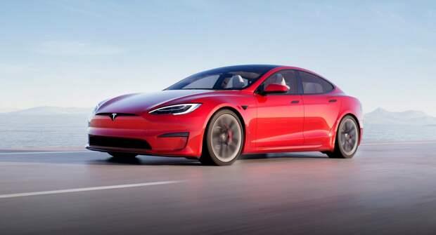 Таинственную Tesla сняли на видео: у неё выдвижной задний спойлер