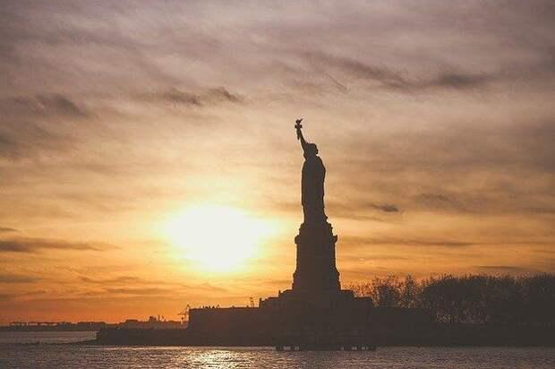 За полгода от гражданства США отказалось на 1210% американцев больше
