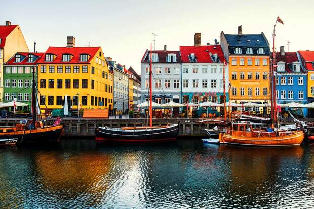 В Копенгагене можно погулять по Красной площади и оценить пивную кашу. Гид по городу, где сыграет Россия