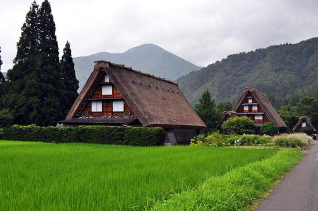 Деревня Сиракава, которой самое место где-нибудь в тридесятом государстве