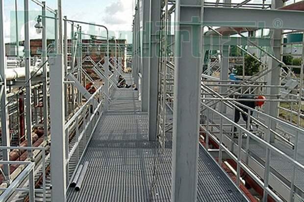 Прессованный решетчатый настил – лучший материал для изготовления лестниц