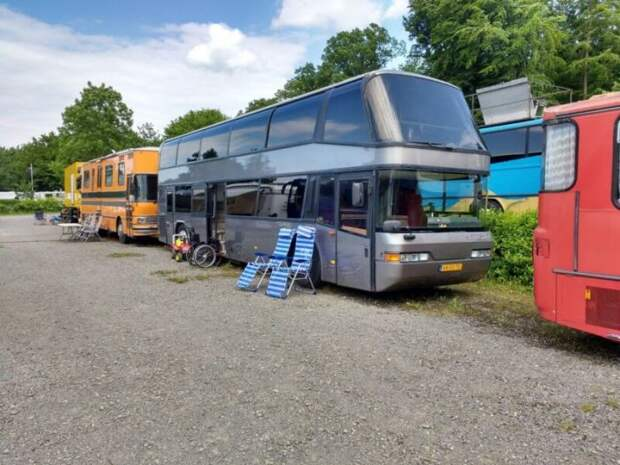 Для ночлега можно припарковаться в любом разрешенном для стоянки автобусов месте. | Фото: suchen.mobile.de.