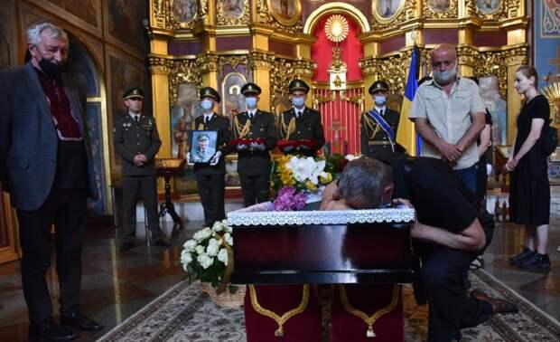 Президентский полк Укрианы принял участие в похоронах ветерана СС «Галичина»