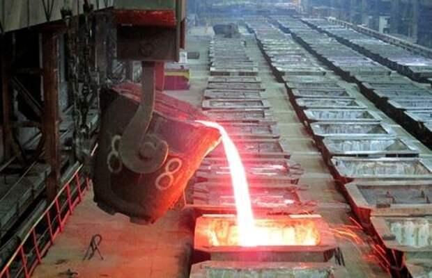 Производство никеля на Надеждинском металлургическом заводе (Заполярном филиале компании Норникель). 23 января 2015 года. REUTERS/Polina Devitt (RUSSIA - Tags: BUSINESS COMMODITIES)