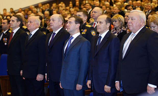 Подсчет бульдогов под ковром: эксперты о новых арестах и обысках в России