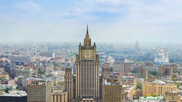 Вызванный в МИД РФ посол Чехии в Москве покинул здание ведомства