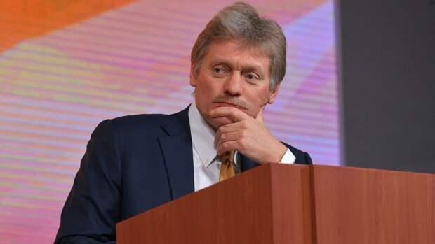 Песков сообщил о постоянных контактах Путина с правительством из-за ЧП в Казани