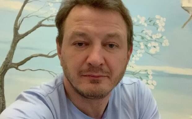 Руководитель театра высказался о слухах про увольнение Башарова из-за скандальной славы