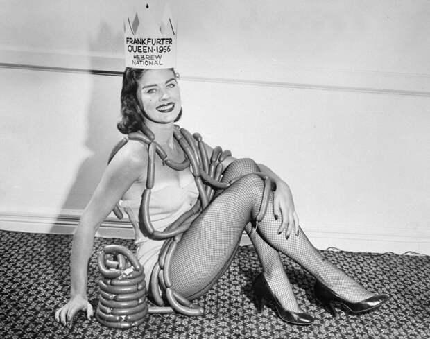22 обаятельные девушки, завоевавшие звание королевы красоты в середине прошлого века