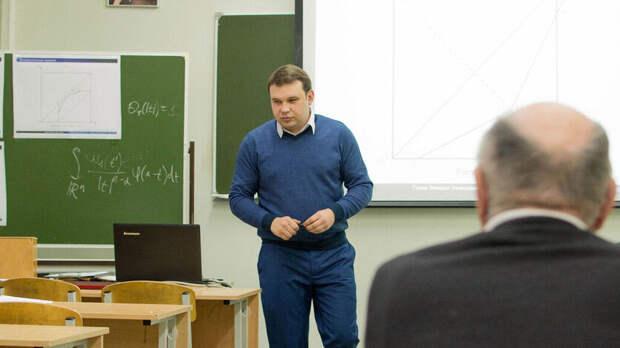 Получивший трехкомнатную квартиру ростовский учитель рвется вовласть