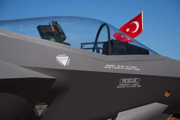 Турция радостно подсчитала убытки США от исключения страны из программы создания F-35