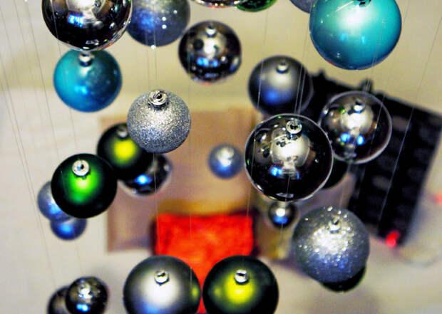 DIY: Воздушная ёлка из новогодних шариков