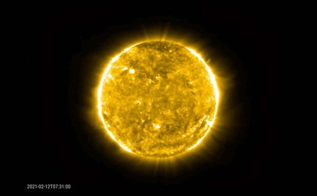 Космические аппараты ESA и NASA засняли мощный выброс плазмы на Солнце