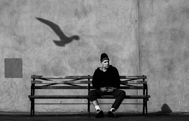 Почему фотографа Йенса Крауэра называют «невидимкой»: Городские снимки со смыслом