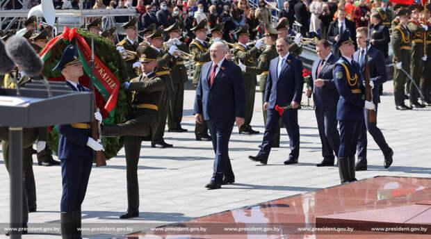 Законодательные потуги Александра Лукашенко оказались бессмысленны. Все его декреты могут отменить
