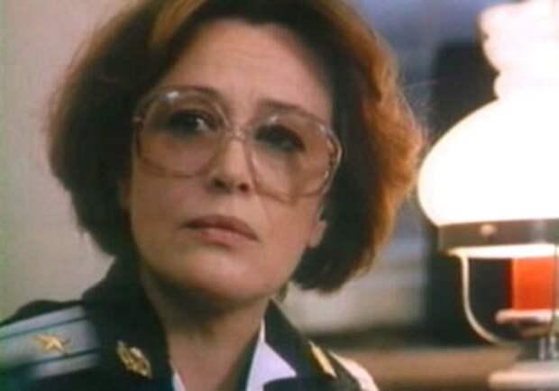 Марина Неелова в фильме *Тюремный романс*, 1993   Фото: kino-teatr.ru