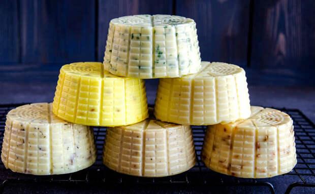 6 головок домашнего сыра с общими затратами в 400 рублей. Делаем из молока и небольшого количества масла