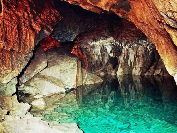 фото: https://yandex.ru/images Небольшой водоем в пещере
