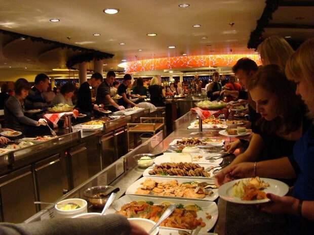 Турецкие отели признались в повторном использовании еды со шведского стола