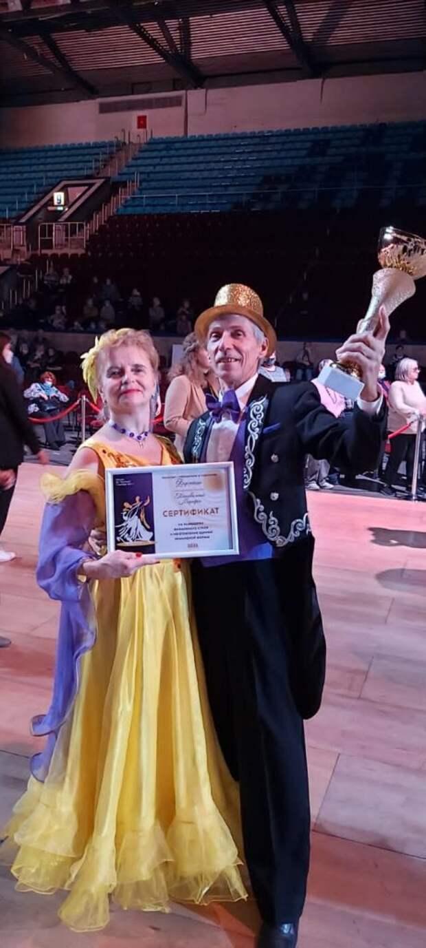 Танцевальная пара из Алтуфьева совершенствуют мастерство на занятиях «Московского долголетия»