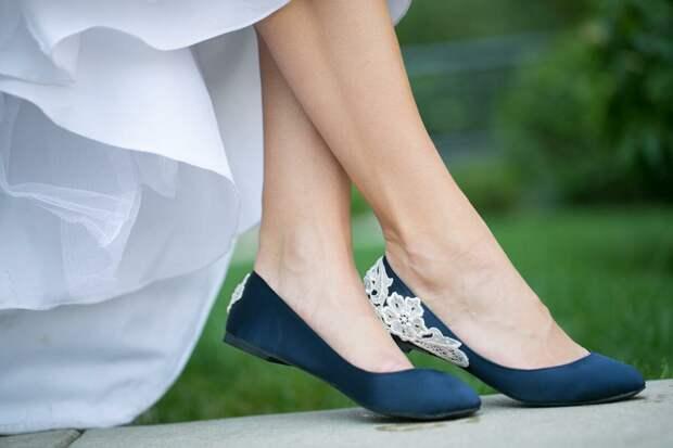 Не носите балетки, если не хотите испортить образ. /Фото: i.etsystatic.com