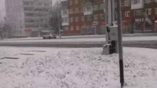 Первый снег принес жителям Кузбасса старые проблемы