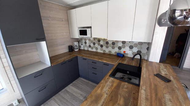 Как правильно спланировать кухню в каркасном доме?