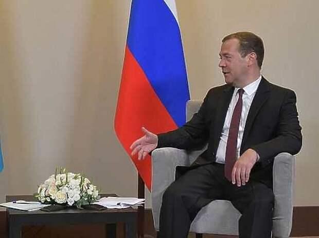 «Просьба не рассказывать о трудностях»: Медведев выдал новую громкую цитату
