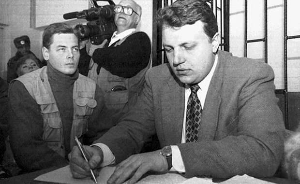 Павел Шеремет во время суда по обвинению в незаконном групповом пересечении государственной границы Белоруссии.1997 год.