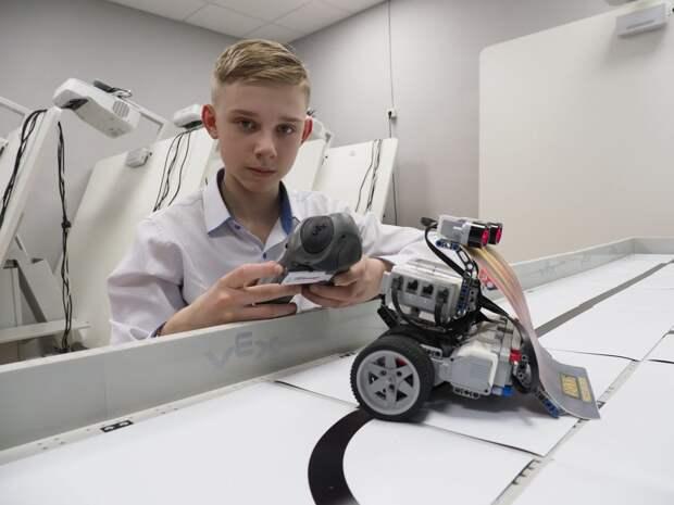 Школьник из Северного Тушина победил в городском конкурсе по робототехнике