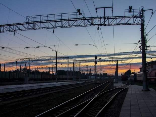 Поезда из Волгограда в Москву задерживаются из-за схода с рельсов 20 грузовых вагонов