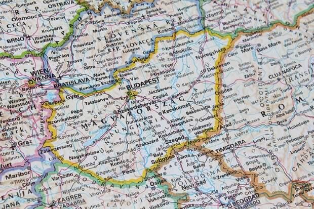 Венгрия откроет границы для привитых туристов из России
